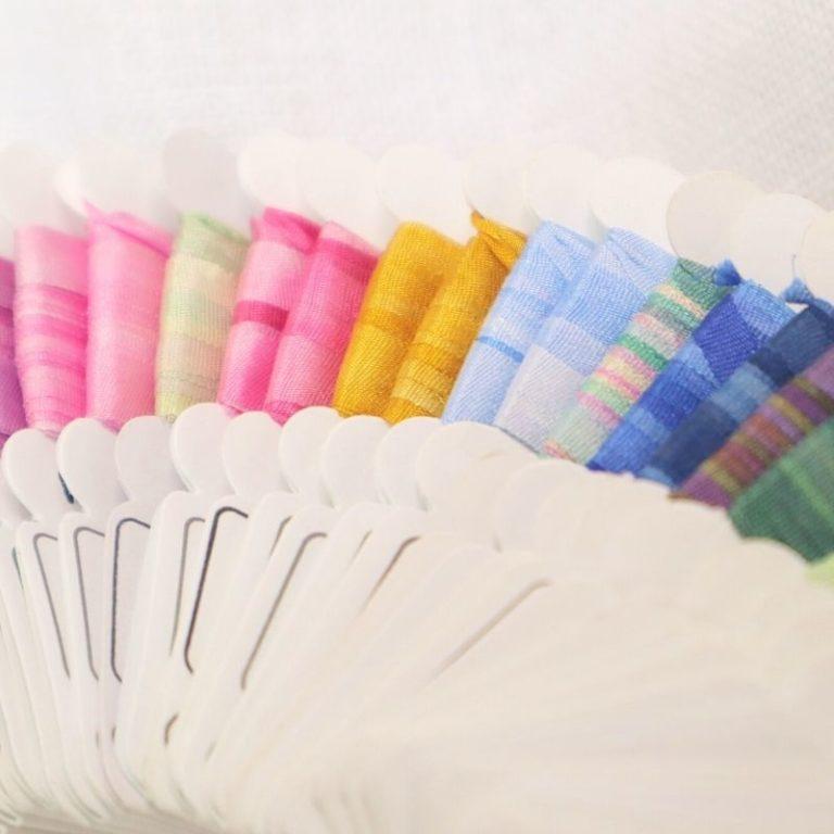 Ruban de soie multicolore