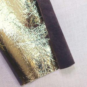 Morceau de cuir doré